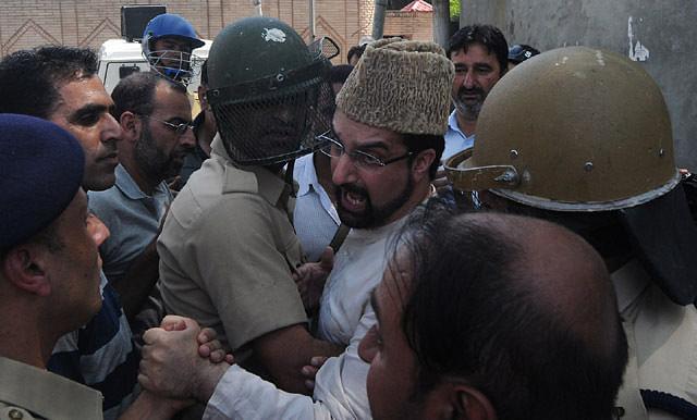 Mirwaiz Detained At His Nigeen Reisdence
