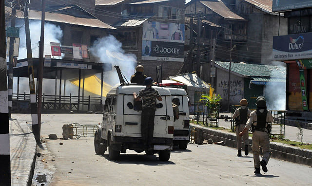 Youth, Forces clash in Downtown