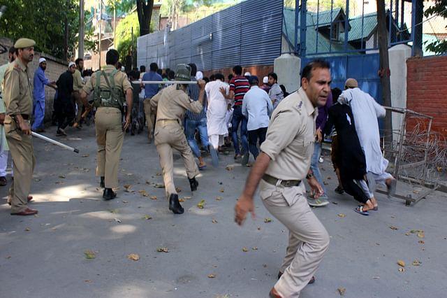 Forces Foil UN March In Srinagar