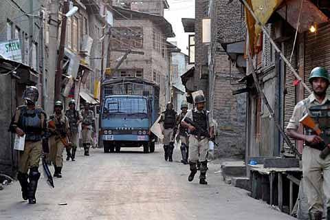 Day 5: Kashmir reels under curfew