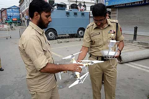 Police demonstrates hi-tech drone in Lal Chowk