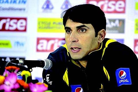 Pakistan rely on Misbah as England take wickets on regular intervals