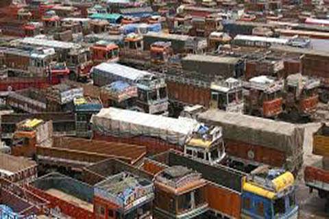 500 trucks with supplies for Kashmir stuck