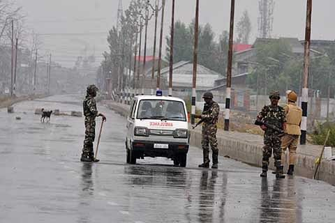 Day 7: Kashmir reels under curfew, cellular services snapped