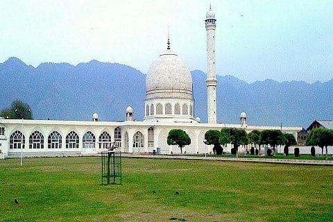 Chief cleric of Hazratbal shrine denounces civilian killings