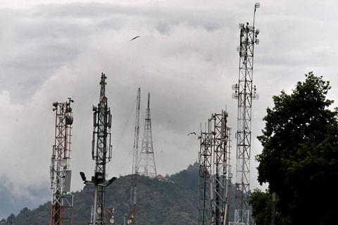 Kashmiris living outside appeal JK Govt to lift ban on mobile phone services