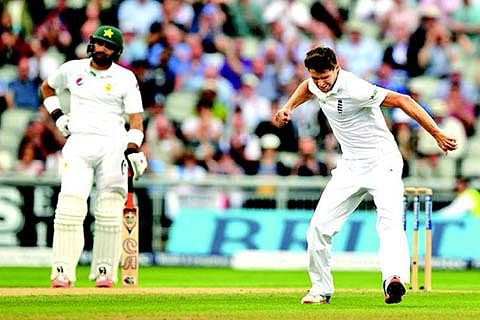 Skipper Misbah stands alone as Pakistan crumble