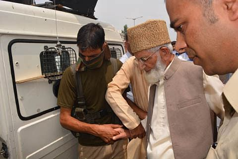 Anantnag chalo: Geelani arrested, lodged at Police station Humhama