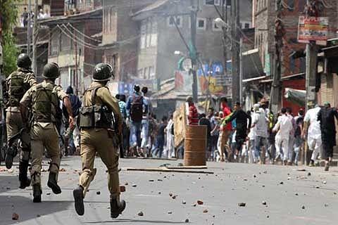 Caught in clashes, Rajouri Kadal man dies