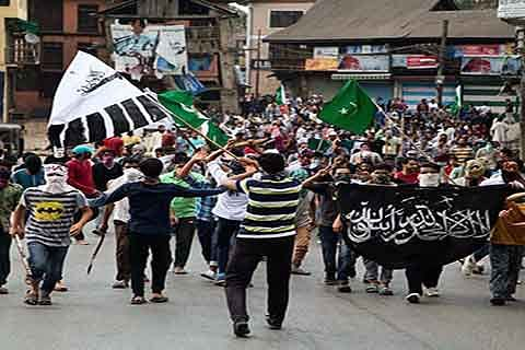 Srinagar erupts after Govt lifts curfew