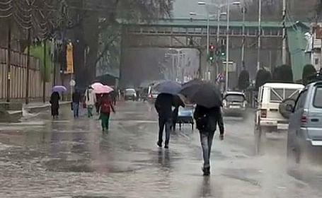 Rainfall breaks dry spell in Kashmir