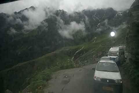 Srinagar-Jammu highway closed