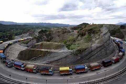 Jammu-Srinagar Highway  opens for traffic