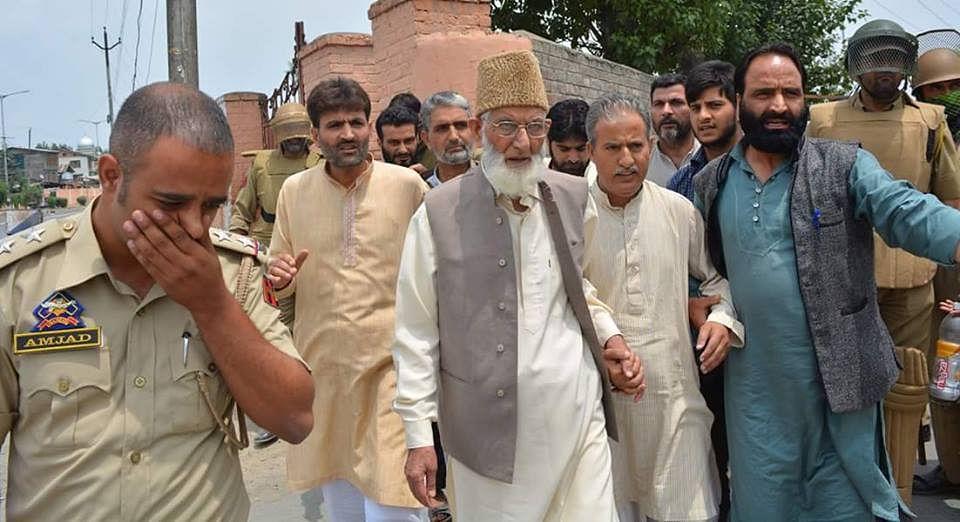 Video| Jamia Masjid Chalo:  Police detain Geelani