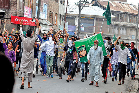 Valley remains tense, several injured in fresh clashes