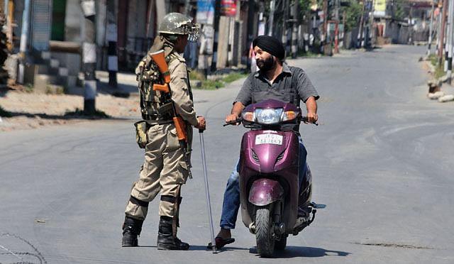 Forces enforce Curfew In Srinagar