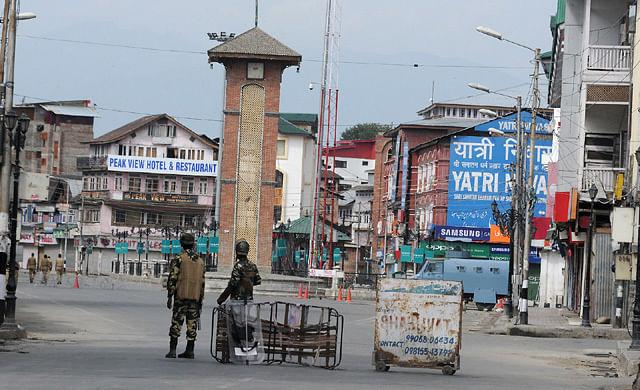 CRPF Men Enforce Curfew In Srinagar on 41st Day