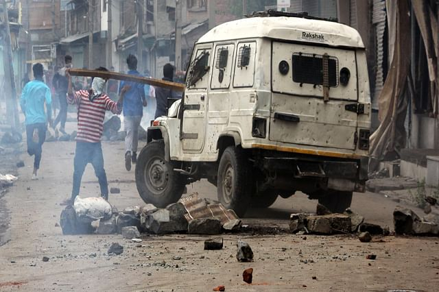 Clashes In Batmaloo As Authorities Lift 51-day Curfew