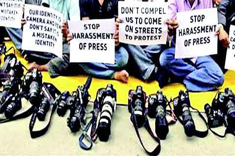 Don't harm journalists, act with maturity: Hurriyat (M) to youth
