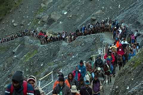 675 yatris visit Amarnath cave