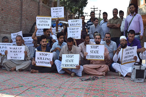 Mirwaiz stages sit-in, lashes out at UN