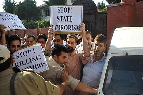 Mirwaiz hits out at UN for maintaining silence over Kashmir killings