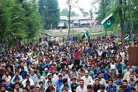 Militants at Bijbehara rally: People must follow resistance leadership