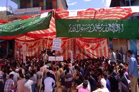 Hundreds stage sit-in amid shutdown in Kishtwar against Kashmir killings