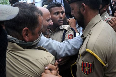 Forces foil legislator Er Rashid's UN march over Kashmir killings