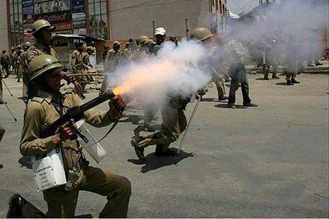 In just 1 month, 6000 pellet cartridges used on Kashmir protesters