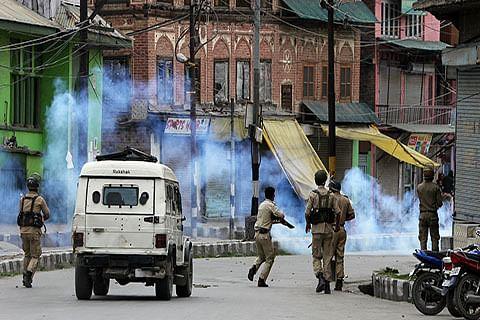 "Use of force in Kashmir ""open terrorism"": Pak minister"