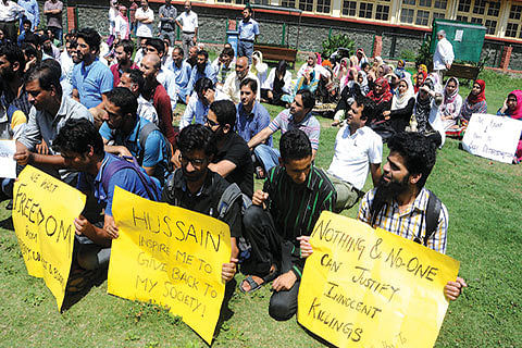 Doctors protest 'unabated use of force'
