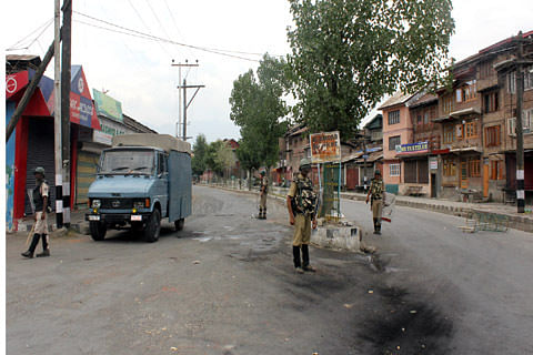 """Day 28: Authorities impose strict curfew to foil """"Dargah Chalo"""""""
