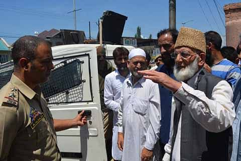 'Dargah Chalo': Geelani arrested outside Hyderpora residence