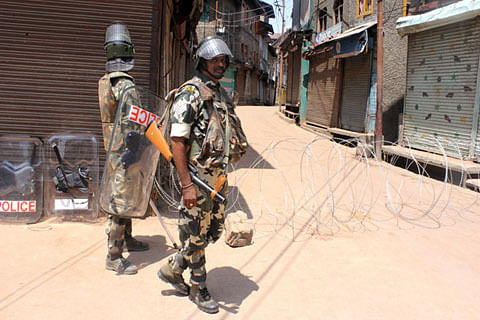 33rd day of lockdown paralyzes life in Kashmir