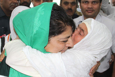 CM Mehbooba sees off first batch of Hajj pilgrims, urges them to pray for peace