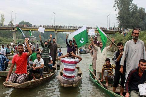 On board shikaras, Anantnag residents hold pro-freedom rally