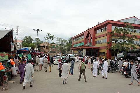 Volunteers disallow 'fact-finding team' from Delhi to meet injured