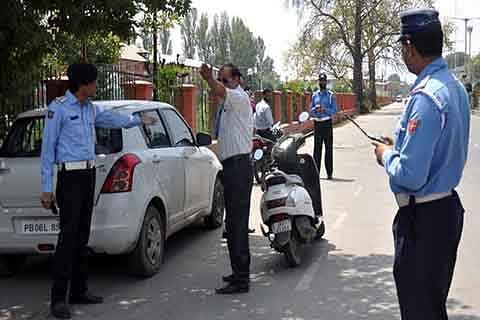 Amid curfew, traffic police start 'challan drive'