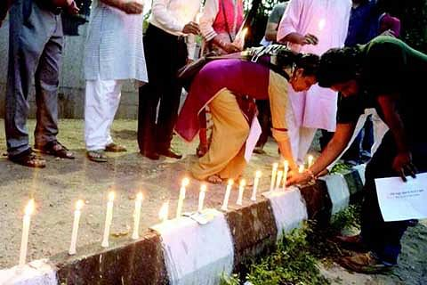 Civil society groups hold candlelight vigil in Delhi