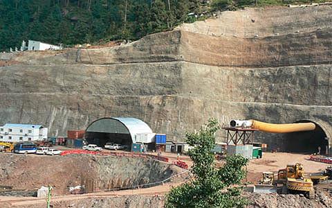 Z-Morh tunnel hits roadblock