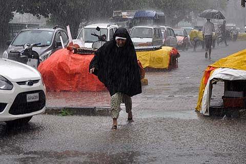 Incessant rains lash Kashmir, inundate capital Srinagar