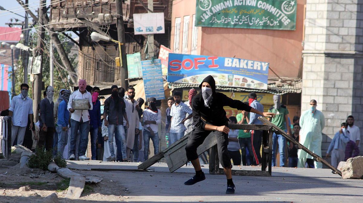Lal Chowk Opens After 2 pm; Clashes In Nawab Bazar