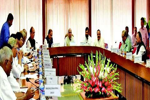 'Talk to Hurriyat;' Opposition asks Delhi