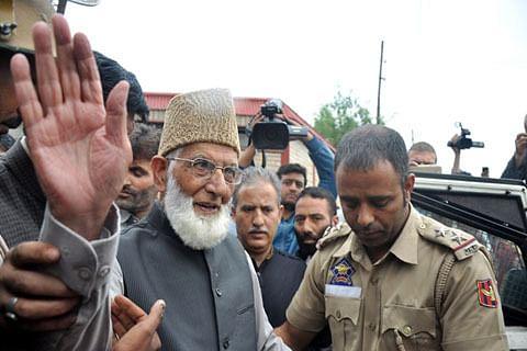 Kashmir: At Geelani's residence, door didn't open for Yechury, Raja