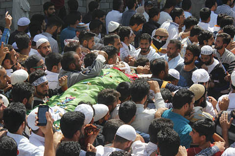 Thousands march towards home of Bandipora youth killed on Eid day
