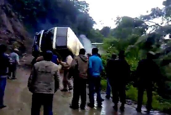 16 feared dead in PaK mishap