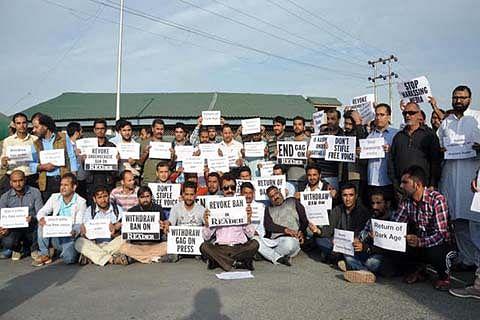 Journalists hold sit-in outside Civil Secretariat