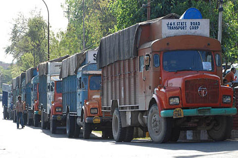 Hundreds of vehicles stuck in traffic jam from Ramsu to Jawahar tunnel