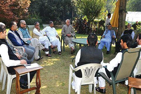 Talk Kashmir with Hurriyat, Pak: Farooq to Delhi